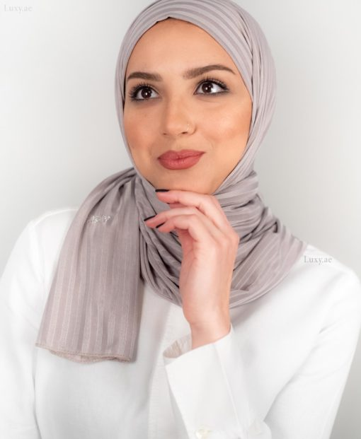 حجاب جيرسي مخطط باللون الرمادي الفاتح