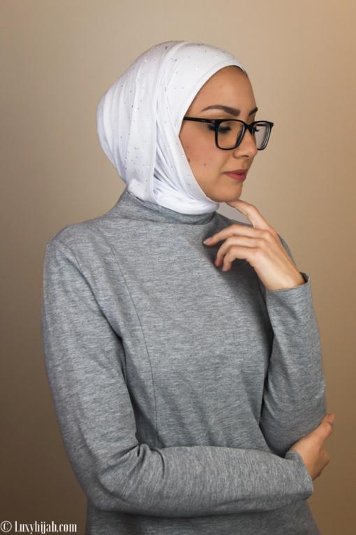 حجاب جيرسي فاخر باللون الابيض مع كريستالات سواروفسكي