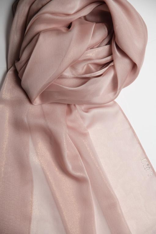 حجاب شيفون لامع باللون الوردي الفاتح