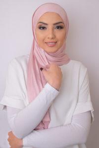 حجاب باللون الوردي الأنيق