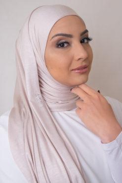 حجاب باللون الباهت