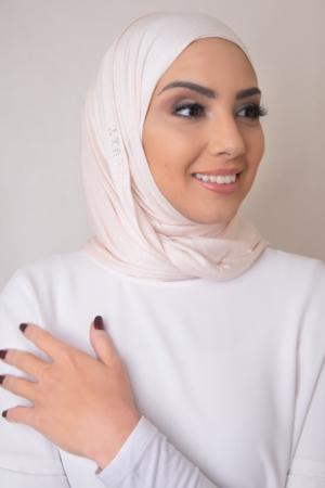 حجاب الوردي الفاتح