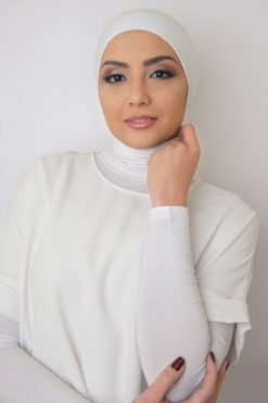 قمطة الحجاب الكلاسيكية باللون الأبيض