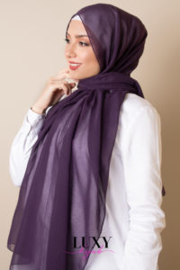 حجاب قطن فوال باللون البنفسجي